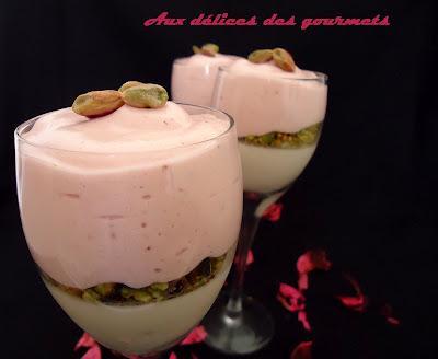Panna cotta au chocolat blanc, chiboust à la fraise et à la pistache - Photo par fimere2
