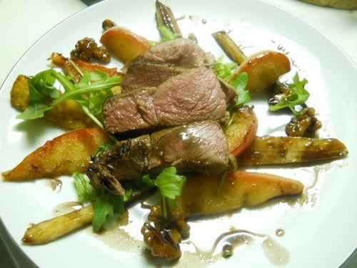 Marcassin, salade chaude aux panais, pommes, noix et sirop de Liège - Photo par mumuko