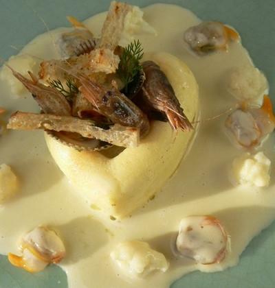 Mousse de choux fleur, coques, crevettes grises et beurre de Sancerre.... - Photo par Chef Damien