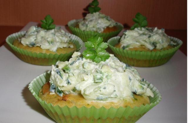 Cupcakes aux courgettes sauce au chèvre frais - Photo par La cuillère aux mille délices