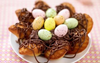Nid de Pâques aux Madeleines et son coeur de mousse au chocolat - Photo par Ker Cadélac