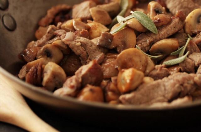Sauté d'agneau aux champignons et aux marrons - Photo par ademay