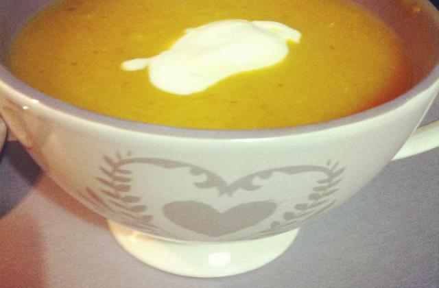 Soupe de potiron, courgettes, tomates et carottes - Photo par rusticooking