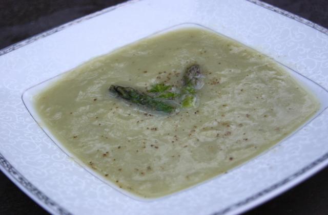 Velouté d'asperges vertes maison - Photo par La ptite cuisine de Pauline