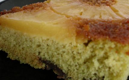 Gâteau renversé à l'ananas, au thé vert et aux pépites de chocolat - Photo par miss o