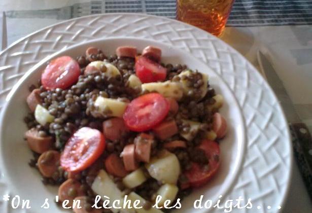 Salade de lentilles, saucisses, tomates, emmental - Photo par pepitavignon