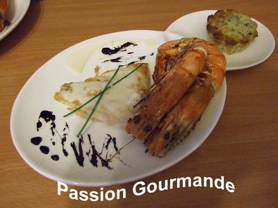 Duo de perche/gambas, sauce champagne et son flan de courgettes - Photo par passiongourmande