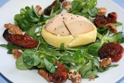 Pommes de terre au foie gras fondantes, roquette et tomates confites - Photo par CARDAMOME