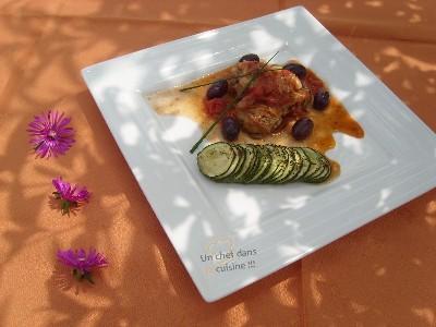 Poulet Sauté aux Olives Violettes, courgettes rôties - Photo par monched