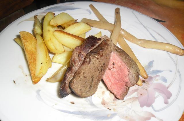 Pavé de bœuf, potatoes maison et asperge glacé - Photo par Invité