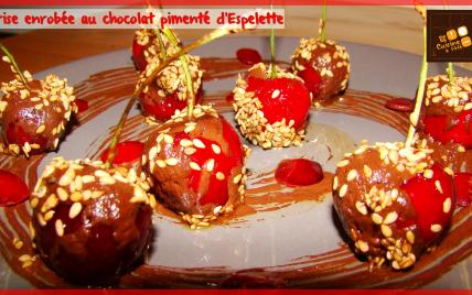 Cerises enrobées au chocolat pimenté d'Espelette - Photo par LaCuisineAFéfé