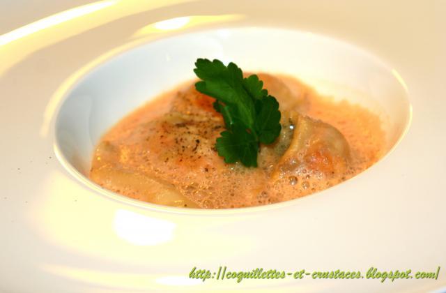Raviole de langoustine et sa bisque émulsionnée... - Photo par Cédric de Coquillettes et Crustacés