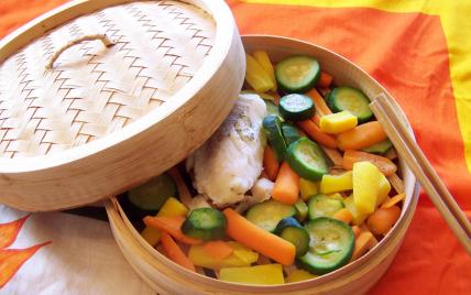 Dos de cabillaud vapeur et légumes croquants au beurre de basilic - Photo par osmoz8