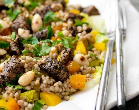 Dés d'agneau au thé kashmir et salade aux fruits secs - Photo par Agneau Presto