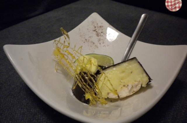 Mousse de mangue en coque de chocolat surprise - Photo par cuisinemoi