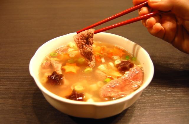 Magret de canard fermier des Landes poché en soupe un brin asiatique - Photo par supertouillette