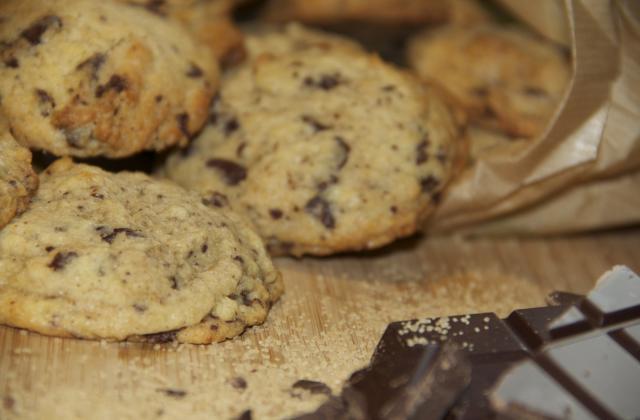 Cookies crousti-moelleux au chocolat noir - Photo par Saveurs et Continents