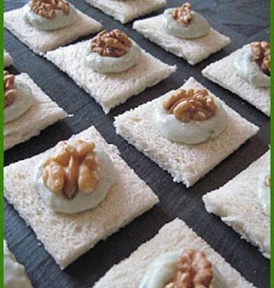 Canapés au roquefort et aux noix - Photo par delicesolives