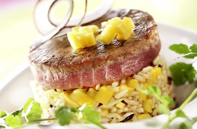 Mi-cuit de steak de thon aux fruits exotiques et coco - Photo par Toupargel