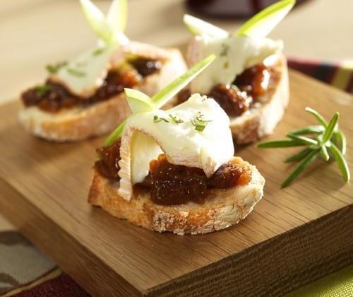 Tartine de Saint Albray, chutney pomme abricot et romarin - Photo par Quiveutdufromage.com