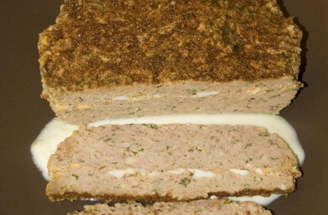Pain de viande farci aux anchois, crème d'ail - Photo par malikele