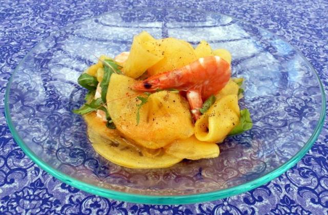 Chiffonnade de kaki persimon aux crevettes, vinaigrette à la mandarine - Photo par irisdelabeaume