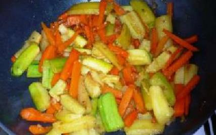 Légumes au wok carottes et courgettes - Photo par atlantis013