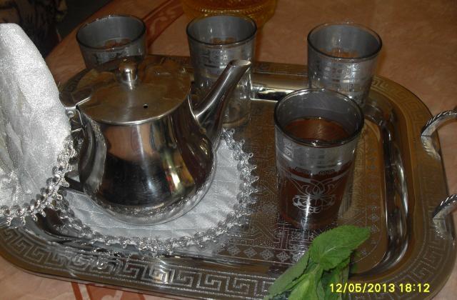Thé marocain à la menthe - Photo par khinai