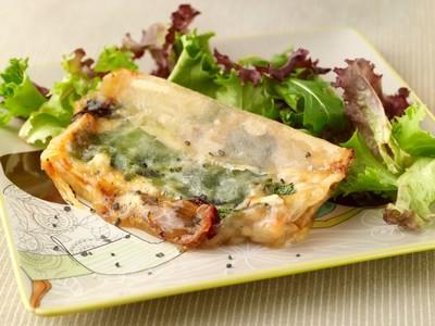 Samoussas de salade et camembert de normandie AOP - Photo par AOP Laitières
