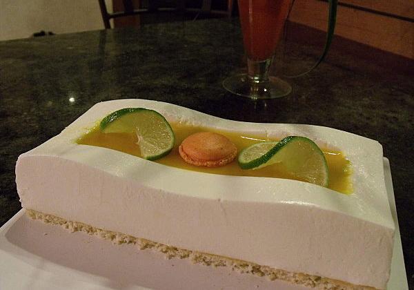Bavarois citron vert / noix de coco / fruits exotiques - Photo par thierrGEe