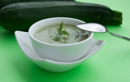 Velouté froid de courgettes au basilic - Photo par cuisine monochrome