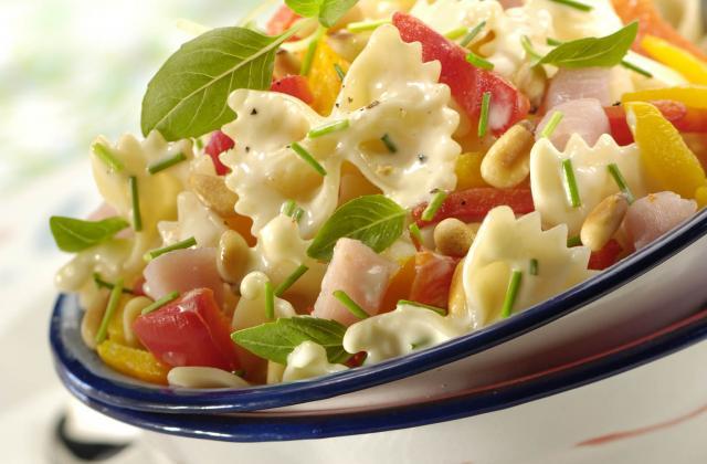 Salade de pâtes gorgée de soleil - Photo par Amora