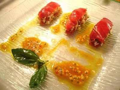 Mille feuilles de thon en risotto de soja aux crevettes, sauce passion, curcuma - Photo par agnestriomp