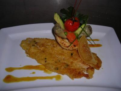 Filets de sole panés à l'anglaise, mari chaires de légumes printaniers - Photo par flofla