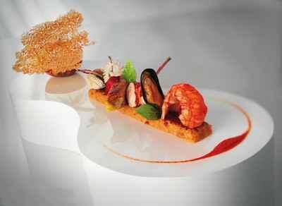 Compression d'une paella: lapin, volaille, chorizo, moule, coque, homard, calmar, langoustine - Photo par 750g