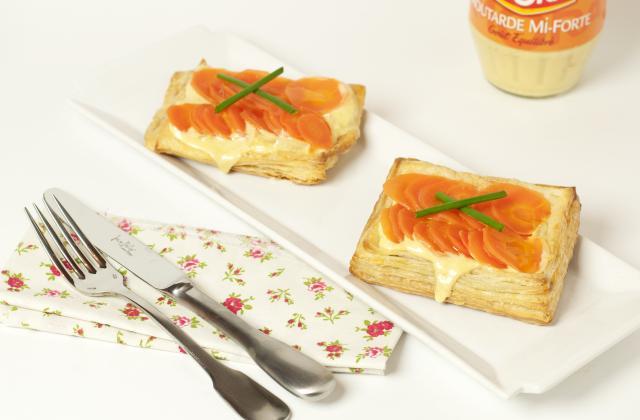Tarte à la carotte sur une crème d'oignons doux à la moutarde fine et forte - Photo par Amora