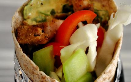 Wrap au blet complet, dinde croustillante et légumes croquants - Photo par les becs fins