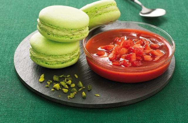 Tartare de fraises et macarons pistache - Photo par Mon dessert de fraises Andros