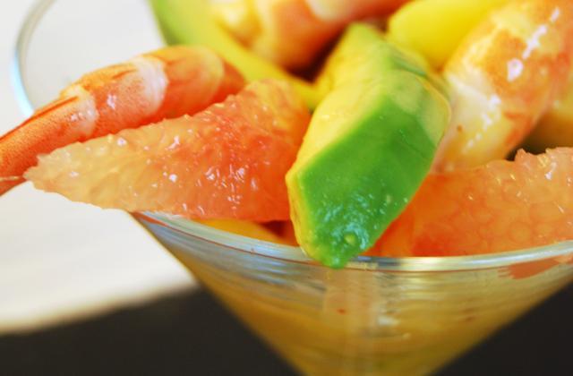 Coupe fraicheur : mangue, pamplemousse, avocat, crevettes, vinaigrette à la mangue - Photo par DorothéeM