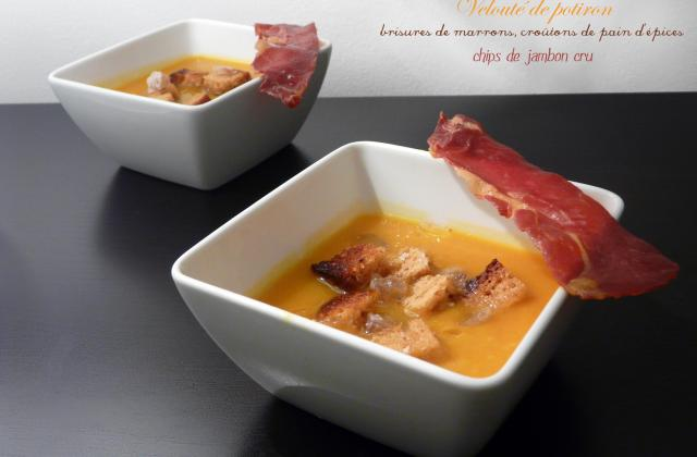 Velouté de potiron, brisures de marrons, croûtons de pain d'épice et chips de jambon - Photo par solennKJ