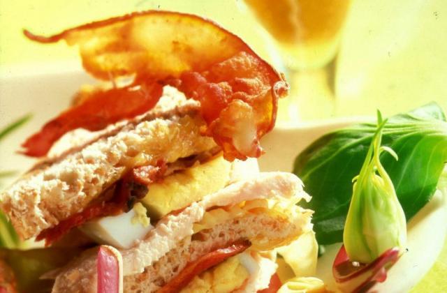 Club sandwich au poulet vapeur de Bière de Printemps - Photo par La bière de printemps