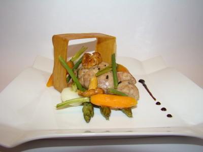 Croustillant de ris de veau et petits légumes glacés, jus réduit aux brisures de truffes - Photo par Sandrine Baumann