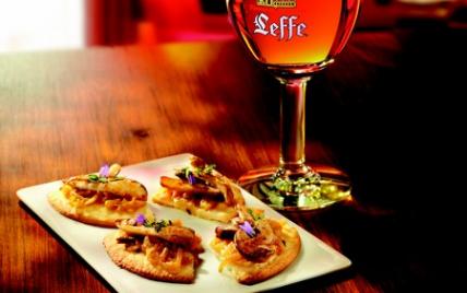 Tarte croustillante aux oignons doux des Cévennes et cèpes de Bordeaux - Photo par Leffe