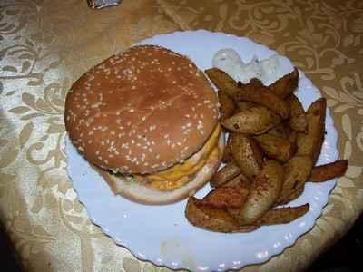 Recette classique du cheeseburger double steak de bœuf - Photo par elolody