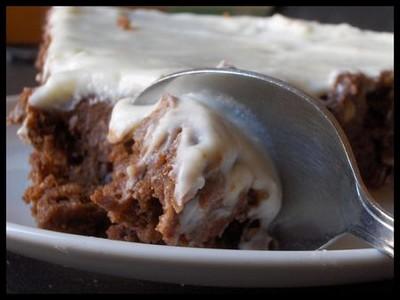 Fondant au chocolat sans oeufs et son glaçage au chocolat blanc - Photo par ninotc