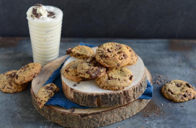 Cookies au chocolat et milkshake à la banane et vanille - Photo par Nadia Paprikas