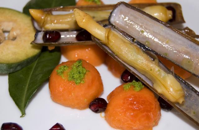 Salade de couteaux de mer et de feijoa, papaye, grenade et combava. - Photo par malikele