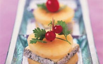 Sandwich de Valençay aux pommes de St Martin d'Auxigny - Photo par Fromages de Chèvre
