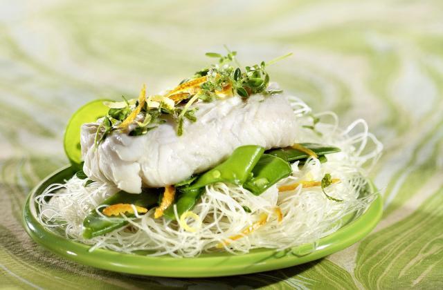 Cœurs de filets de merlu blanc marinés aux agrumes et thym citronné - Photo par Pavillon France