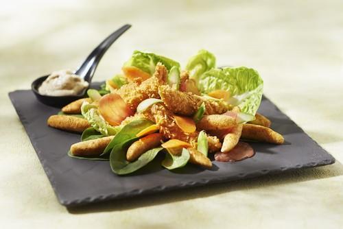Salade césar aux mini quenelles et poulet croustillant - Photo par Saint Jean
